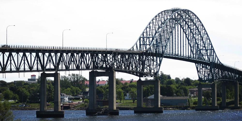 Fabrication et montage de structures de ponts